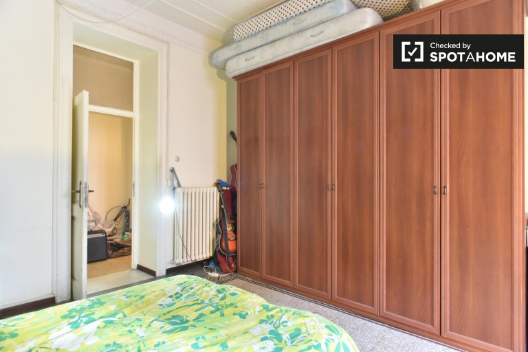 Room for rent in 4-bedroom apartment in Centro Storico, Rome