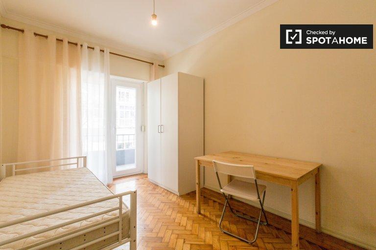 Pokój do wynajęcia w 2-pokojowe mieszkanie w Benfica, Lizbona