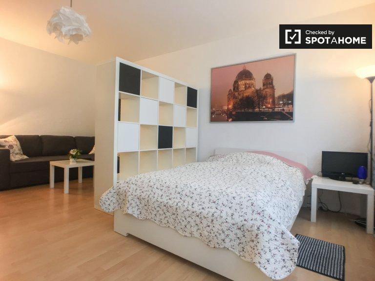 Grande pièce dans un appartement de 7 chambres, Wilmersdorf, Berlin