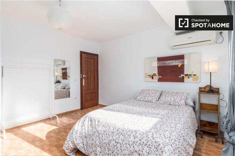 Duży pokój do wynajęcia w L'Olivereta, Walencja