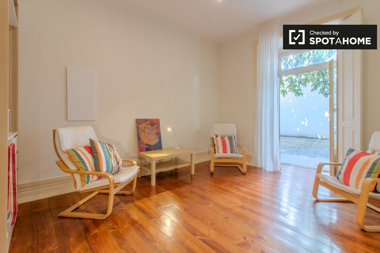 4-bedroom apartment for rent in Santo António, Lisbon