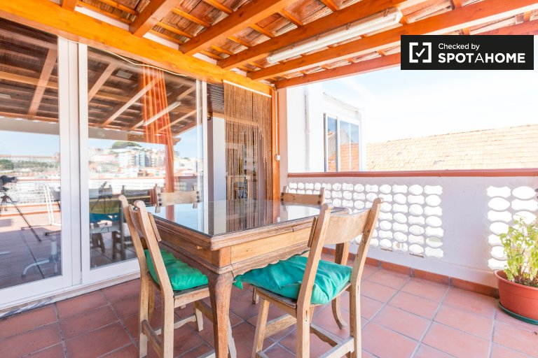 Bright 1-bedroom apartment for rent in Arroios, Lisbon