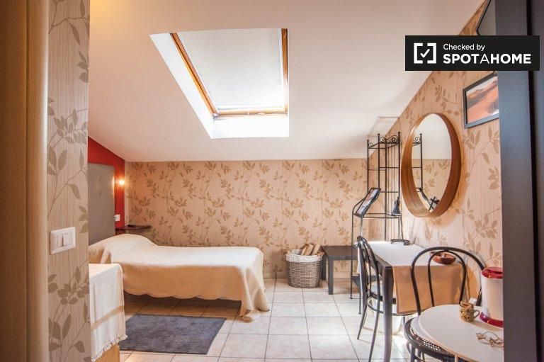 Acogedora habitación en alquiler en Termini, Roma