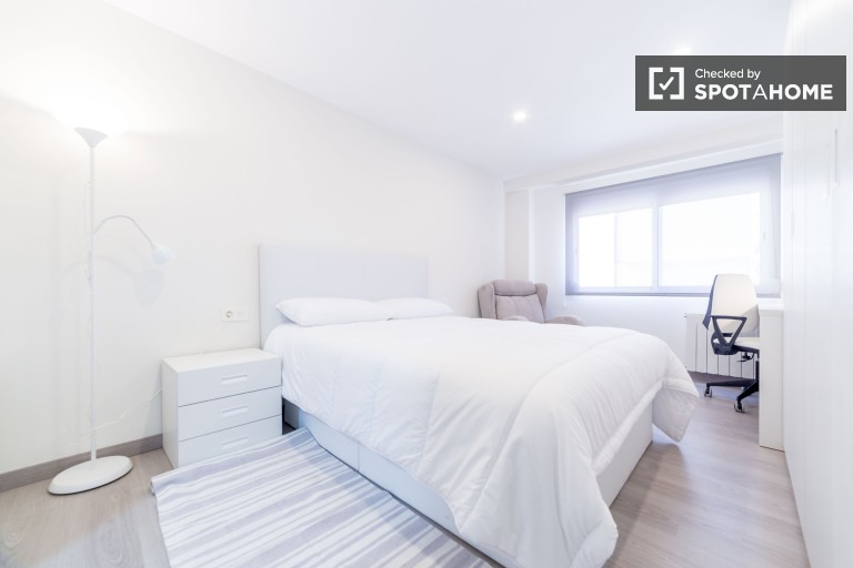 Bedroom 3 with double bed and private en-suite bathroom