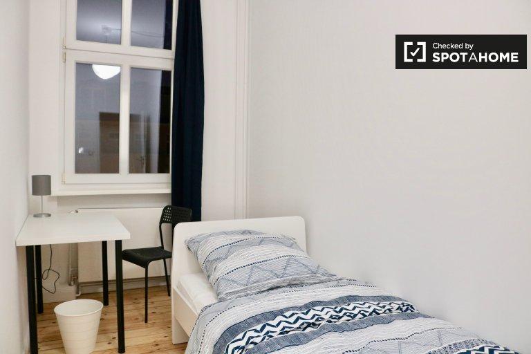 Schludny pokój w apartamencie z 5 sypialniami w Charlottenburg, Berlin