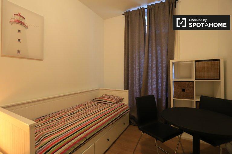 Chambre meublée à louer dans un appartement de 2 chambres à Anderlecht
