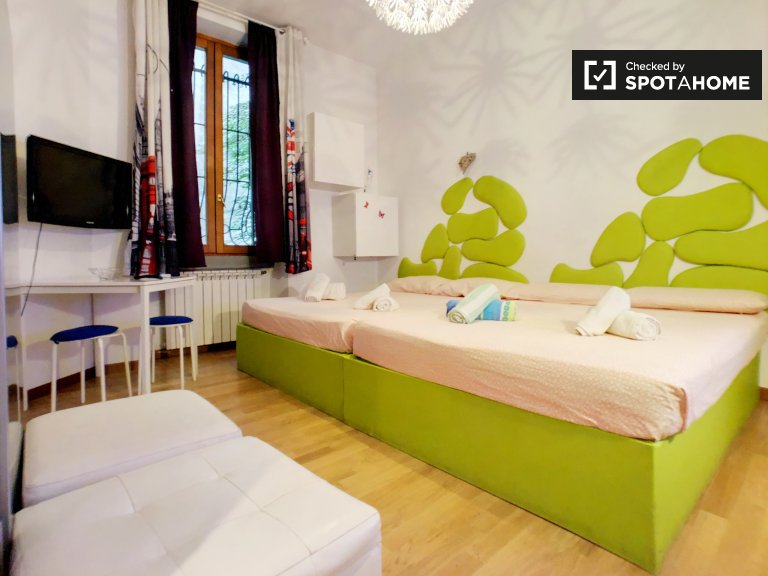 Trendy studio apartment for rent in in Isola, Milan