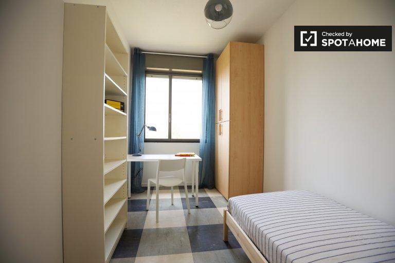 Zimmer zu vermieten in Wohnung mit 4 Schlafzimmern - Bicocca, Mailand