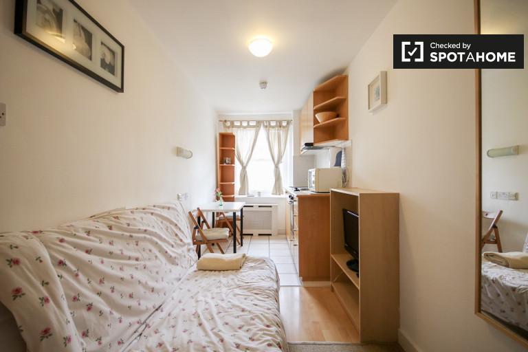 Niewielki apartament typu studio do wynajęcia w Kensington-Chelsea w Londynie