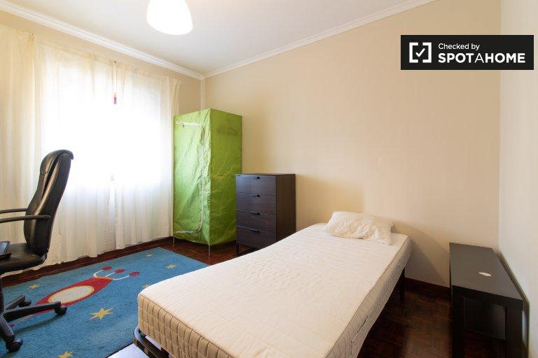 Pokój do wynajęcia w 4-pokojowym mieszkaniu w Marvila, Lizbona