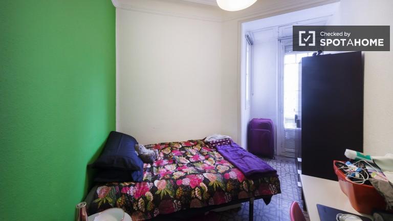 Pokoje we wspólnym mieszkaniu w pobliżu dworca Atocha - Madryt