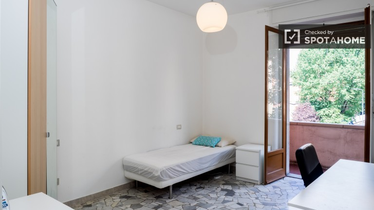 Spacious room in apartment in Lodi, Milan