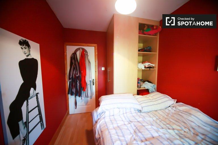 Room for rent  in 4-bedroom house in Clondarkin, Dublin