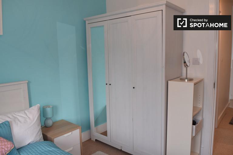 Elegantes Zimmer in einer Wohngemeinschaft in Chapelizod, Dublin