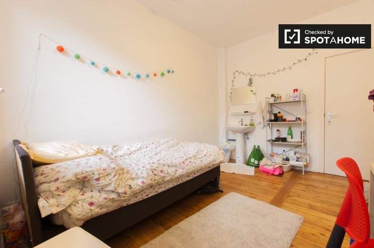 Quarto mobiliado em apartamento em Saint Guidon, Bruxelas