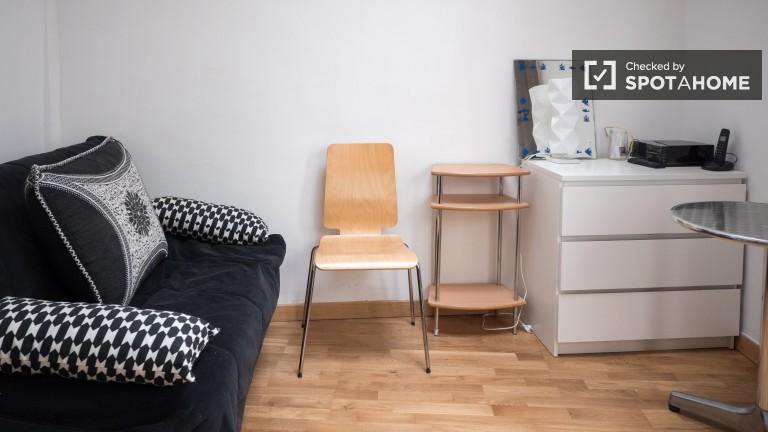Classy studio apartment for rent in Temple, Paris 3