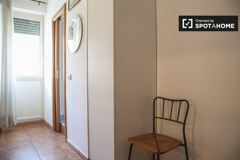 Quarto atual no apartamento em Cinecittà, Roma