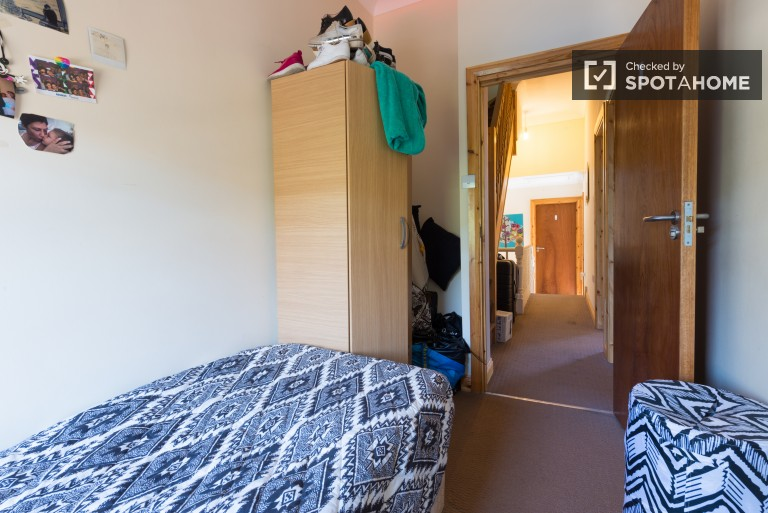 Bedroom 6 with single bed