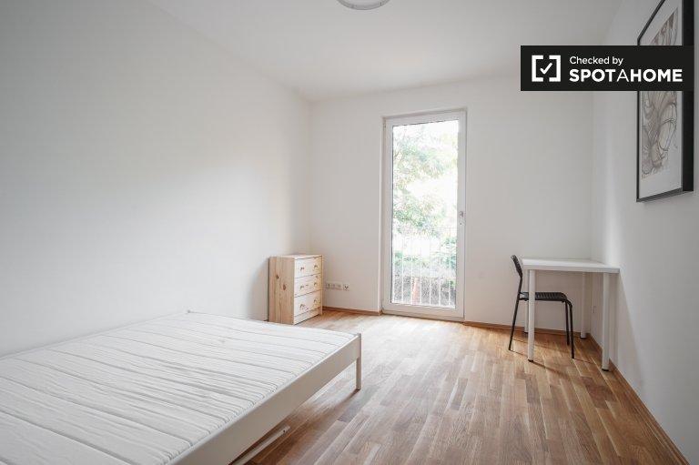 Przestronny pokój w apartamencie z 3 sypialniami w Köpenick, Berlin