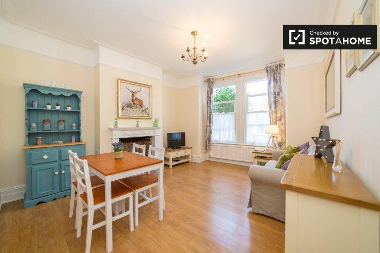 Charming 2-bedroom flat to rent in Harrow, London