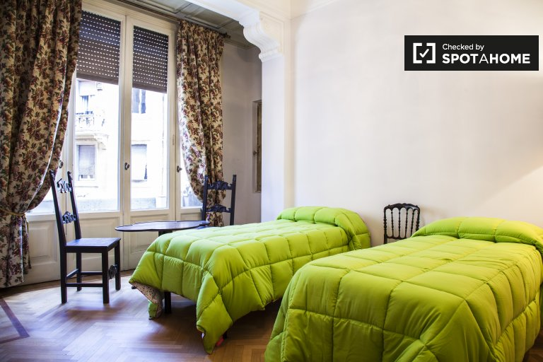 Möbliertes Mehrbettzimmer in 4-Zimmer-Wohnung in Triest