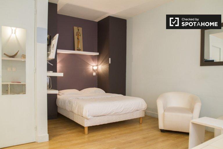 Studio apartment for rent in Paris 18