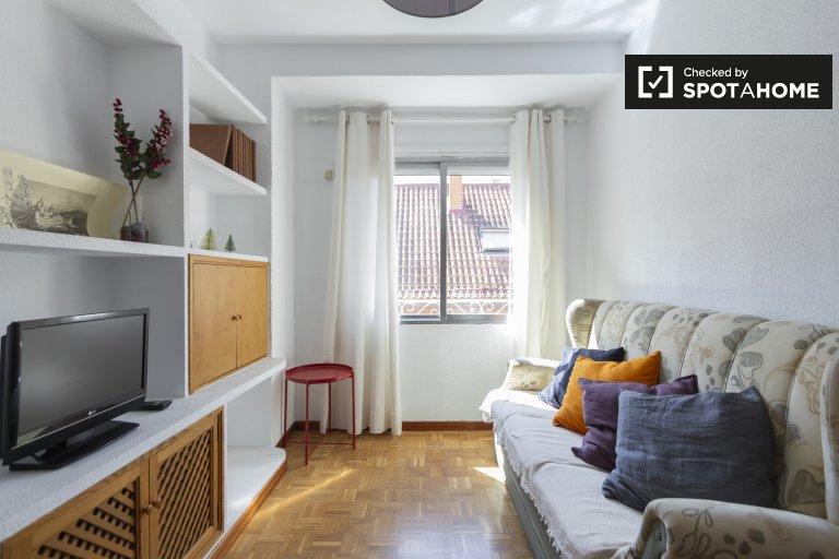 Jasne 2-pokojowe mieszkanie do wynajęcia w Delicias w Madrycie