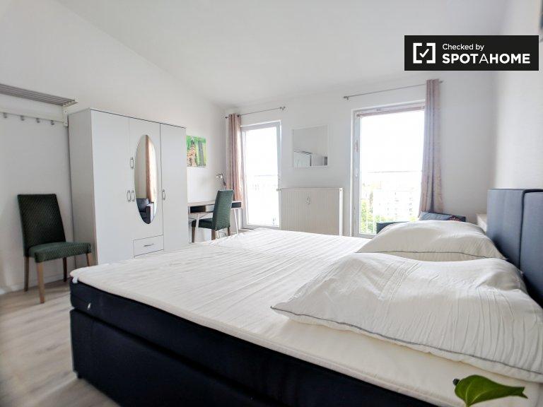 Przestronny pokój w apartamencie z 3 sypialniami w Mitte w Berlinie