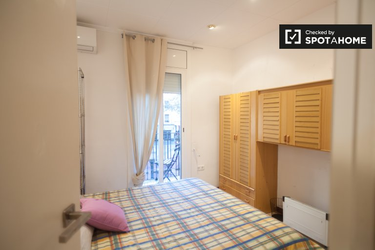 Room in 3-bedroom apartment in La Barceloneta, Barcelona