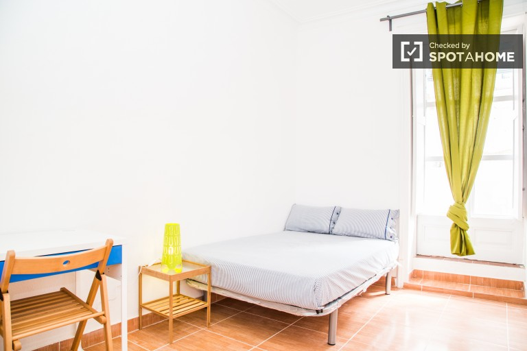 Welcoming room in shared apartment in El Raval, Barcelona