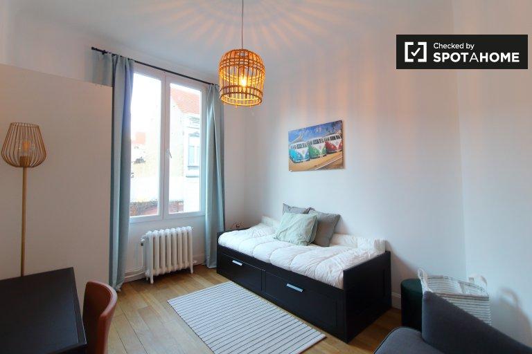 Room for rent in 3-bedroom apartment in Molenbeek, Brussels