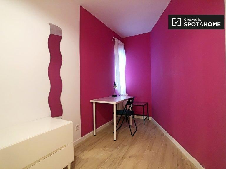 Zimmer in 7-Zimmer-Wohnung in Puerta del Ángel, Madrid
