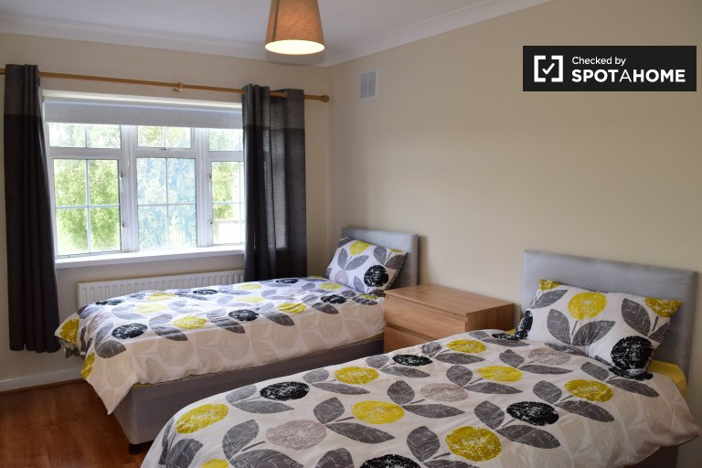 Twin Beds in Rooms and beds for rent in modern 5-bedroom apartment in Clondalkin