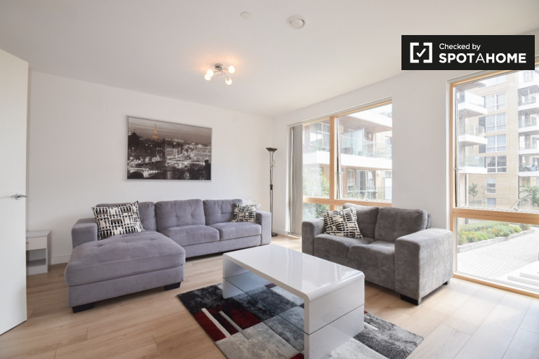 Immaculate 3-bedroom apartment with balcony to rent in Silvertown