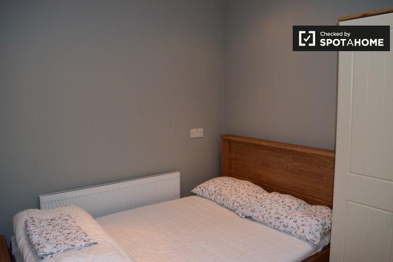 Quarto para alugar em casas de quatro quartos em Whitehall, Dublin