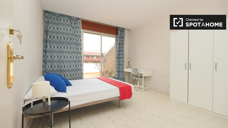 Spacious room in 6-bedroom apartment in Les Corts, Barcelona