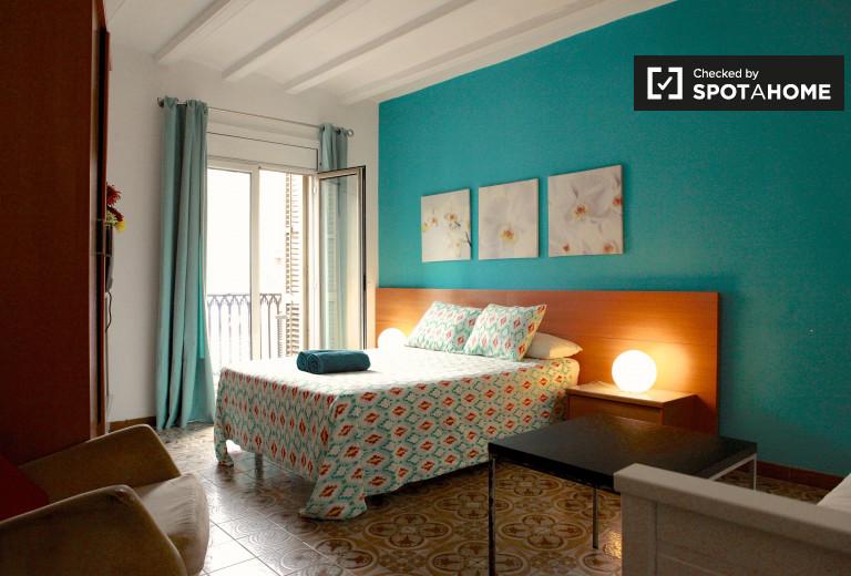 Sunny room in shared apartment in Barri Gòtic, Barcelona