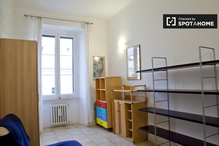 Central room w 3-pokojowe mieszkanie w Termini, Rzym