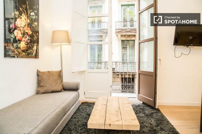 Eficiente apartamento de 2 dormitorios en Les Rambles, Barcelona.