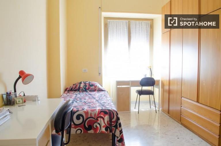 Bedroom 3- twin beds