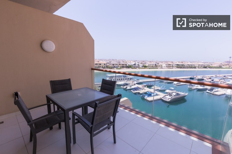 Stylish studio apartment with fantastic balcony views in Palm Jumeirah