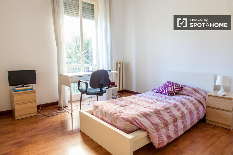 Furnished room in apartment in Aurelio, Rome