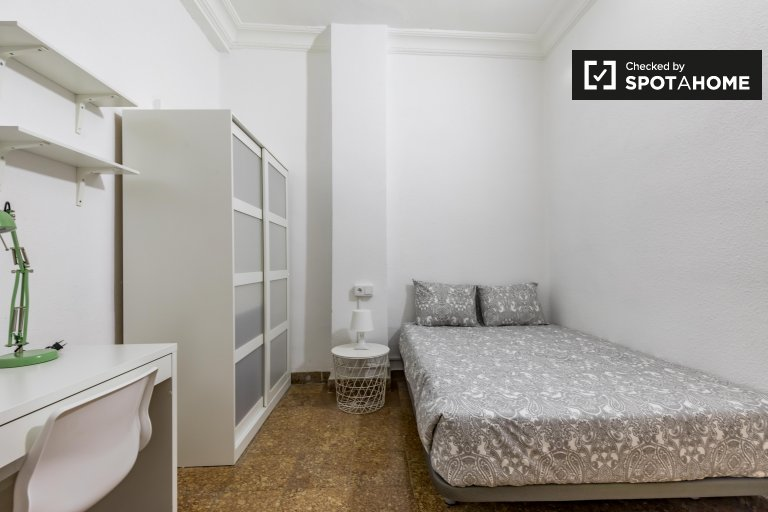 Pokój do wynajęcia w 8-pokojowym apartamencie w L'Eixample