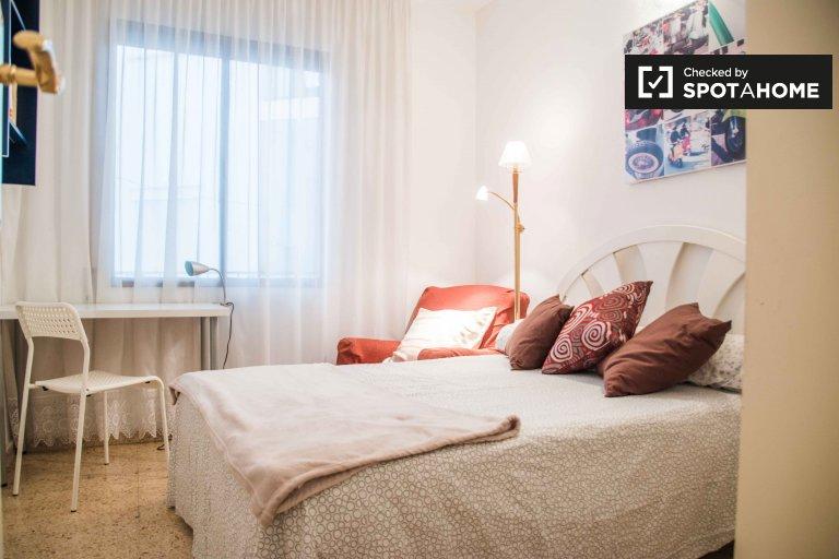 Quarto aconchegante para alugar em apartamento de 4 quartos em Poblats Marítims
