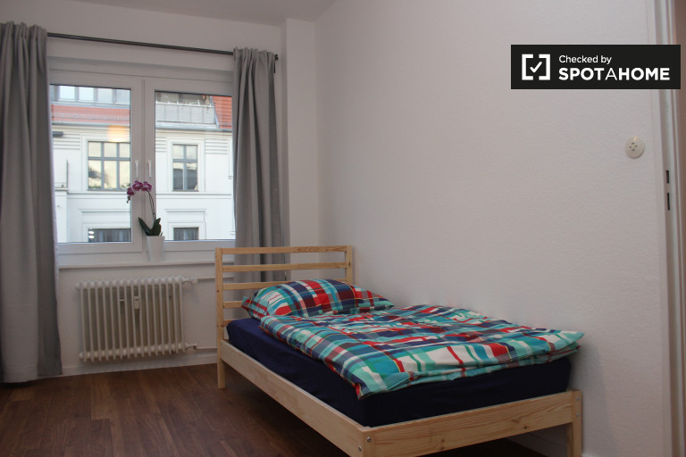 Bedroom 4 - a shared-occupancy room with 2 single beds for rent