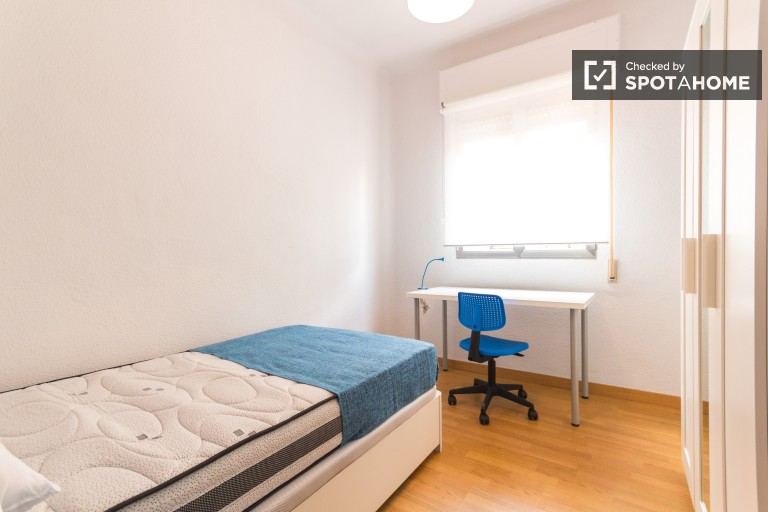 Ideal room in apartment in Atocha and Delicias, Madrid