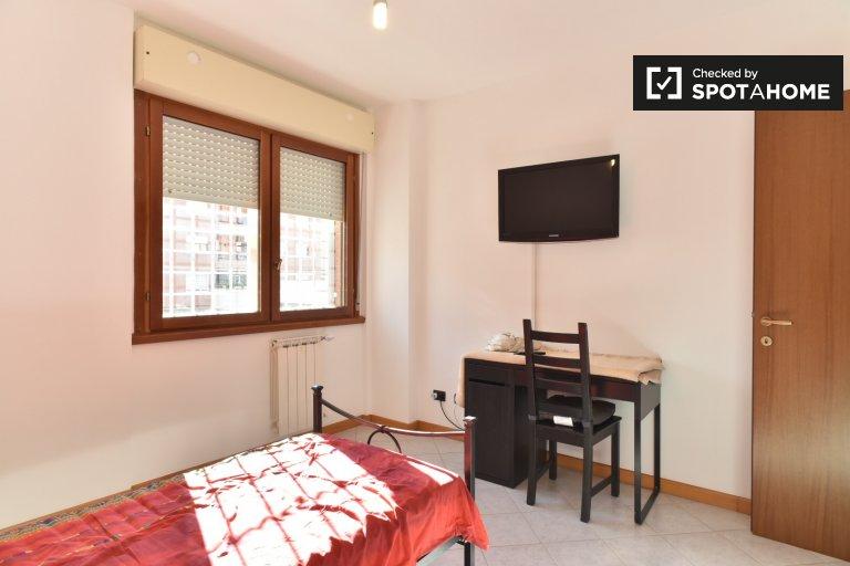 Pokój do wynajęcia w 2-pokojowe mieszkanie w Tor Vergata, Rzym