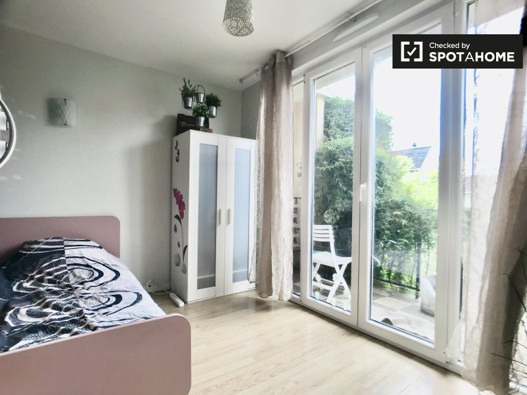 Room for rent in 4-bedroom house, Stains, Paris