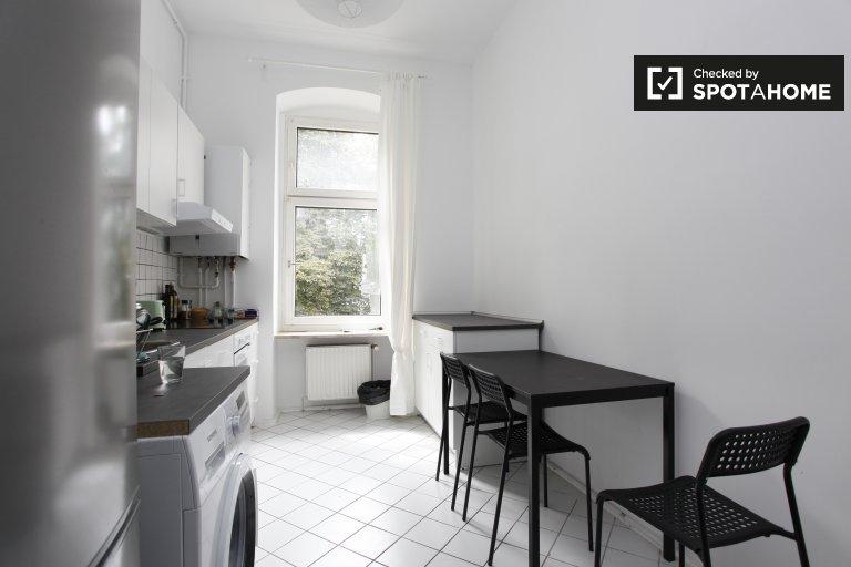 Apartament z 4 sypialniami do wynajęcia w Moabit, Berlin