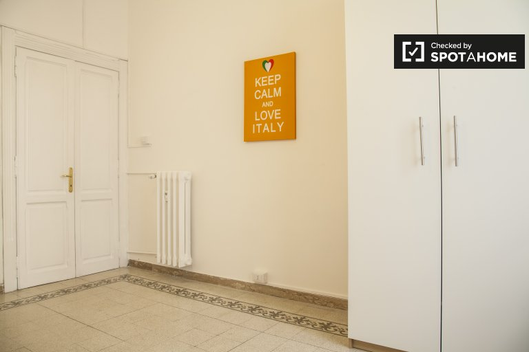 Rooms for rent in 6-bedroom apartment in Policlinico, Rome